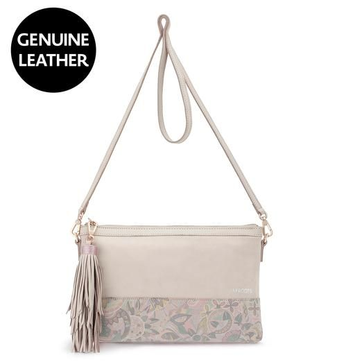 A soft and feminine color blended with floral designs inspired from our spirit desert print, the new Seni Leather Clutch features our Latte Waterfall print, ornamented with rose gold hardware and a stylish fringe tassel. This must-have clutch also doubles as a crossbody when you need to go hands-free.