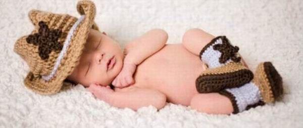Schöne khaki Cowboy Hüte + Stiefel Set Neugeborenen Weihnachten Stil Baby Fotografie Prop Nette Cosplay Häkelarbeit Beanies Hut Abdeckung(China (Mainland))