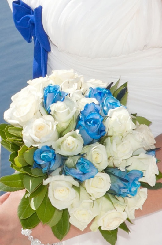 blue and white roses #wedding #bouquet
