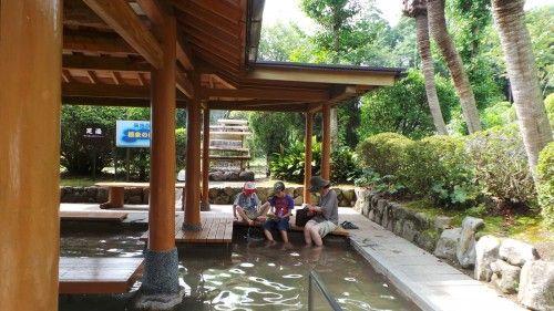 Onsen gratuit pour les pieds à l'Umi jigoku, Beppu.