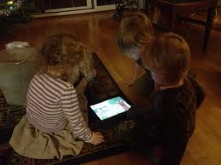 Come i genitori possono introdurre i figli al digitale http://www.agendadigitale.eu/competenze-digitali/1165_come-i-genitori-possono-introdurre-i-figli-al-digitale.htm