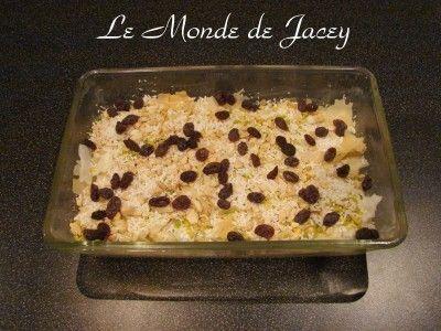 Immer wieder gerne bereite ich das leckere Dessert Omm Ali zu. Ursprünglich stammt es wohl aus Ägypten, aber auch meine Familie in Tunesien ist es sehr gerne.... Zutaten: Filoteig 600 ml Milch 2 Becher Creme Double 3-4 Eßl. Zucker 1 Ei 3 Eßl. Rosinen...