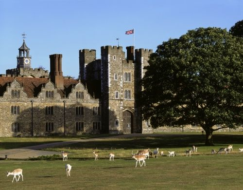 Knole, an English country house in the town of Sevenoaks in west Kent, is the largest private house in England, with its 365 rooms, (one for each day of the year)