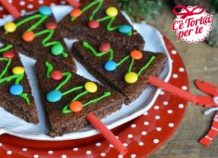 Intanto iniziamo a prepararci per il #Natale.  Ecco dei graziosi alberelli!  Clicca e scopri la ricetta...