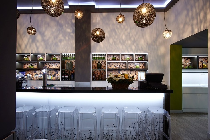 The Green Bar - The scrumptious flavors, the impeccable service and the cool atmosphere of urban nature, all combined with the vibrant vibe of Thessaloniki's downtown make the Green Bar the ideal meeting point and place for socializing day and night... http://www.cityhotel.gr/thessaloniki-hotel-bar.php