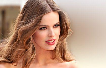 Model Robyn Lawley's hair intrigues with warm dark blonde tones. In combination with sophisticated makeup, the wavy blonde hair increases he...