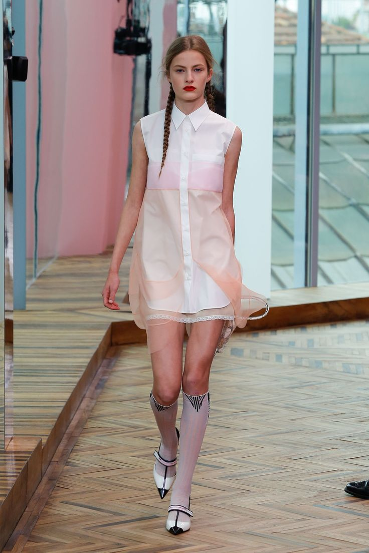 http://www.vogue.co.uk/shows/spring-summer-2018-resort/prada/collection/
