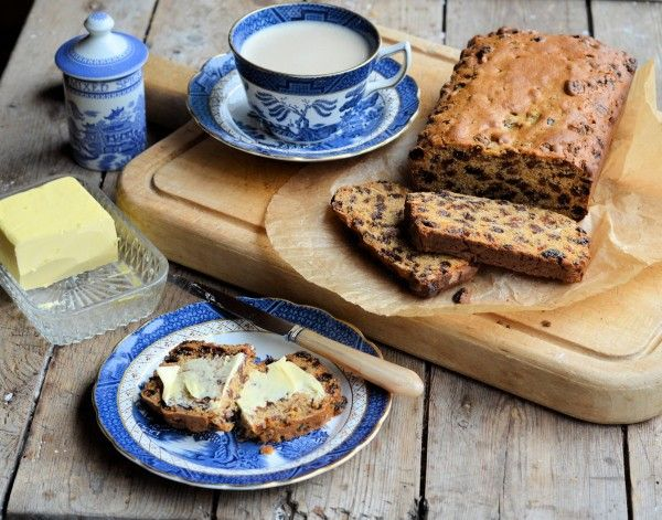 "Lavender and Lovage | Vintage Blue and White on Sepia Sunday: Farmhouse ""Teacup"" Spiced Fruit Loaf Recipe 