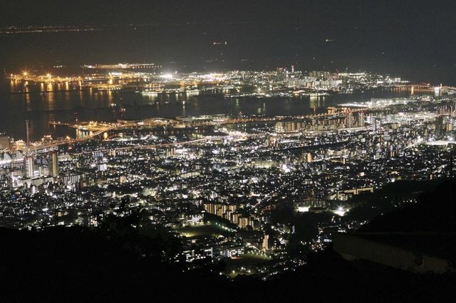 Night view from Mt. Rokko, Kobe 六甲山(天覧台)から神戸・ポートアイランド方面を望む=神戸市灘区六甲山町
