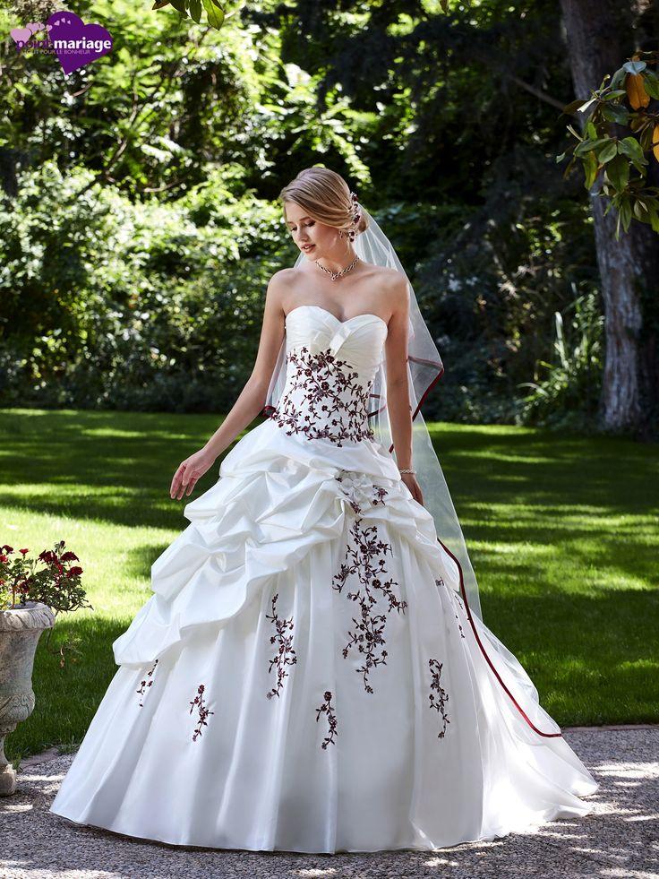 Robe de mariée Hellebre, robe de mariée princesse, robe de mariage bordeaux chez…