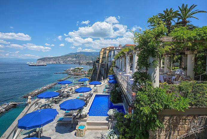 Bellevue Syrene 1820. Hotel and restaurant on the seafront. Italy,Sorrento (NA). #RelaisChateaux #Italy #Syrene #LuxuryHotel #SeaFront #Travel