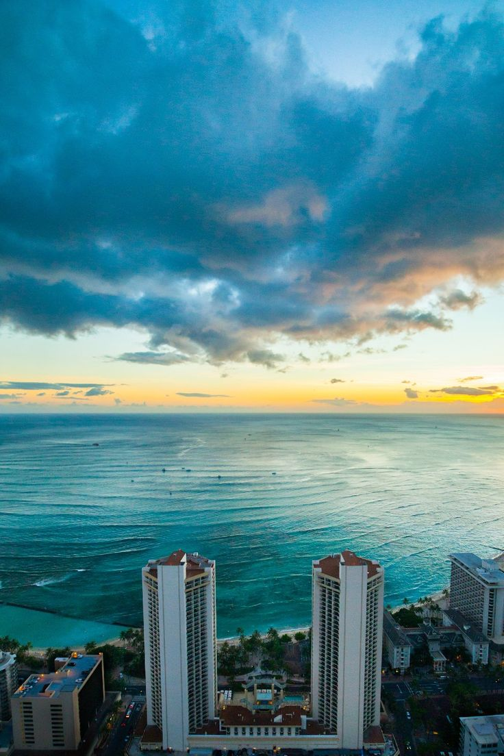 A view of the Pacific Ocean at @hyattwaikiki? Yes, please!