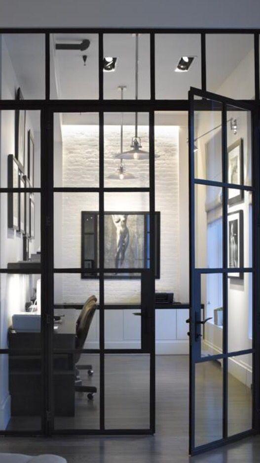 Den här svarta glasdörren till mitt skafferi, tack!