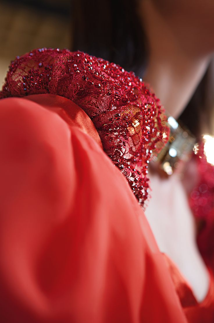 Couture details: Dentelle Chantilly, Swarovski Crystal.