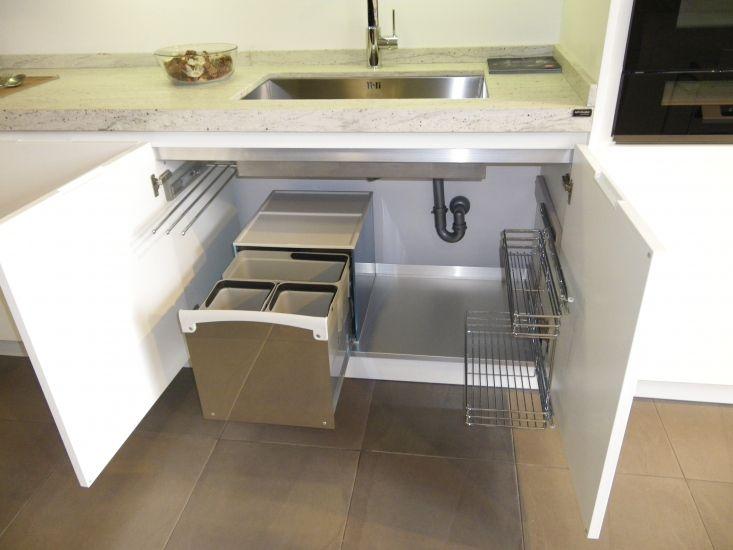 Cubo extraible de basura en el fregadero reciclar en la - Reciclar muebles de cocina ...