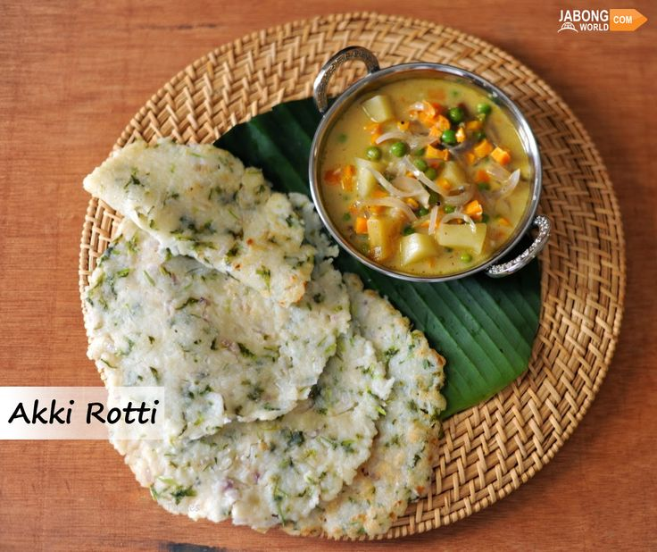 #AkkiRotti, a spicy bread made from rice flour served with coconut chutney is the specialty of the state. This delicious street food in Bangalore is one of the most popular and common tiffin snack quick to make and tastes wonderful.