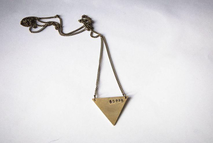 Collana lunga con triangolo e scritta love  di Gioielli fatti a mano da SilviaWithLove - prodotti unici e personalizzati  su DaWanda.com