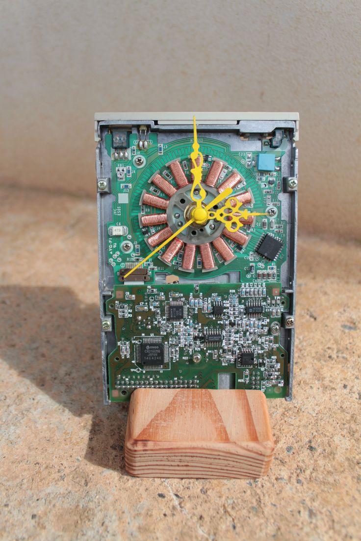 Orologio computer da tavolo, lettore floppy disk riciclato, regalo per lui, orologio per ufficio, regalo ingegnere di Circuitsland su Etsy