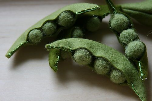 I'm going to try to use green pompoms for the peas instead of worrying about needle felting.