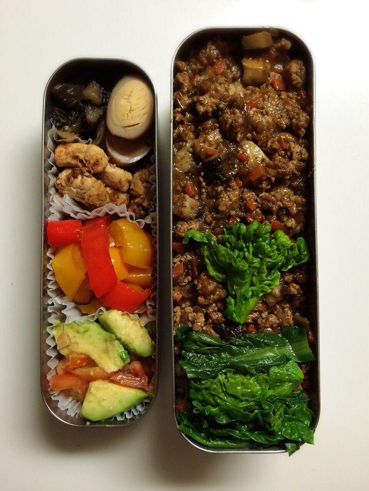 BENTO for my husband minako chiba 椎茸たっぷりドライカレー、菜の花、柴漬け、うずらの卵、3色パプリカのマリネ、アボカドとトマトのレモン塩和え、ささみの豆板醤炒め