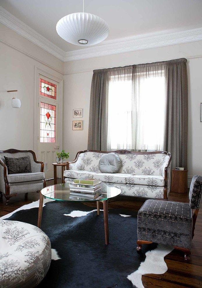 i love the way they updated the heavy victorian style furniture with modern fabrics - Modernes Wohnzimmer Im Viktorianischen Stil