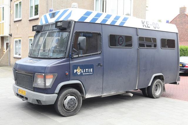 Mercedes-Benz 614 D KE-00 Politie Kennermerland