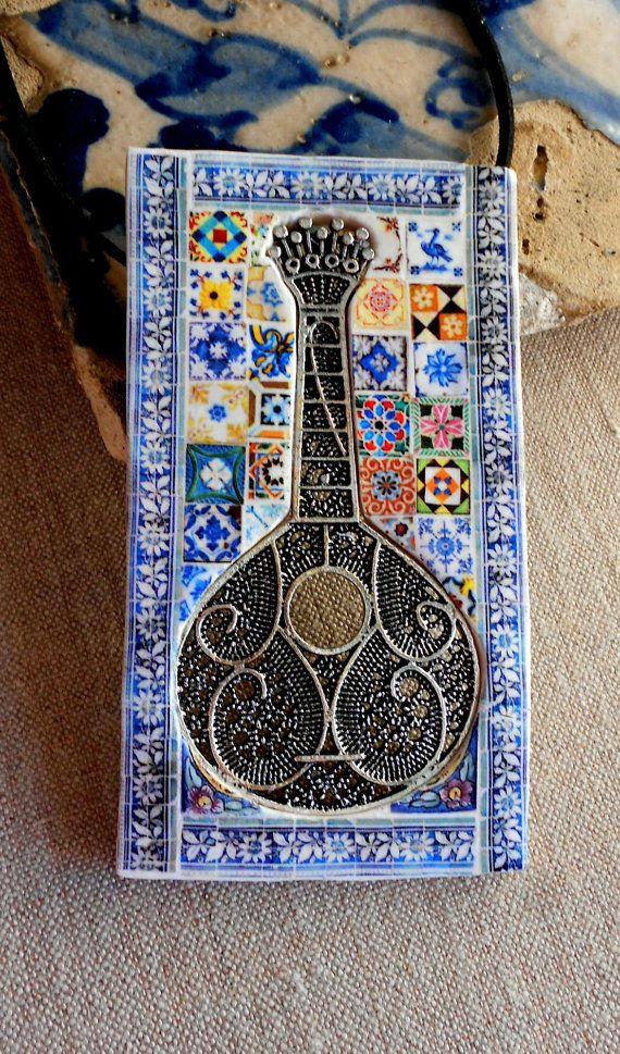 Beautiful tile of a Portuguese Fadista Guitar