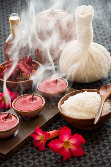 How to make totally indulgent herbal compresses (Time: 10 minutes). Plus other great Spa ideas.