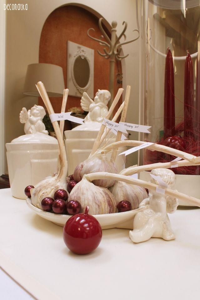 30 birthday decor. Garlic + pine Dekoracja sali: czosnek   sosna. Co z tego wyjdzie?