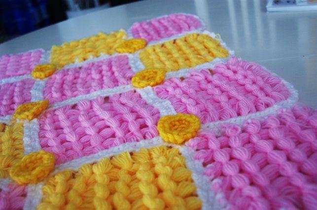 Una copertina realizzata con il telaio e la lana... <3 a little blanket realized with yarn and loom