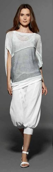 Sarah Pacini. White pants and knitted white-grey pullover