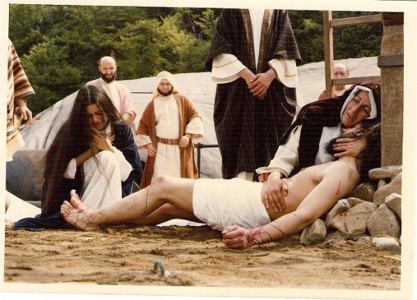 La Virgen y María Magdalena lloran la muerte de Jesucristo