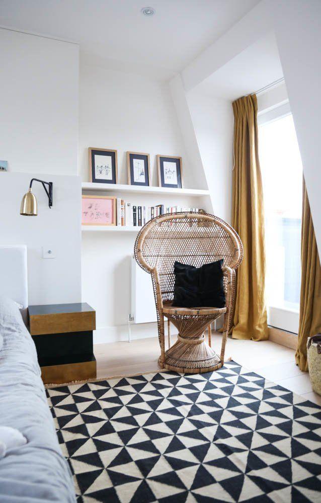Gwendoline Porte Londres A Portee De Main The Socialite Family Bedroom Decor Home Decor Bedroom Retro Dining Chairs