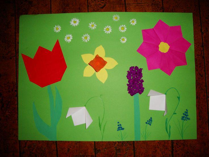 lente bloemen op het platte vlak, tulp, narcis, hyacint, sneeuwklokje, blauwe druifjes, madeliefjes