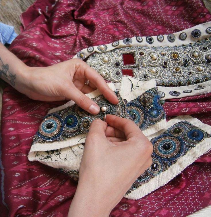 LEVADNAJA DETAILS - вышитая бисером одежда в русских традициях. Детали и многослойность. Обсуждение на LiveInternet - Российский Сервис Онлайн-Дневников