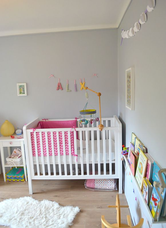 """Une chambre bébé tendrement colorée pour la petite Alix! Virginie, la maman, nous en dit plus sur la jolie chambre bébé qu'elle a imaginé : """"Mariés depuis"""