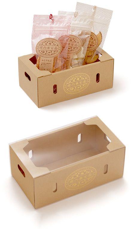 【堀内果実園 ギフトボックス 小(中川政七商店)】/堀内果実園のドライフルーツが3個入る、専用のギフトボックスです。小さな果物箱をイメージした箱に、金色のロゴを二箇所に箔押しし、透明のスリーブに入れて贈りものの装いに。奈良県吉野の果実園から届いた、国産・完熟・無添加のドライフルーツを、大切な方への贈りものに。※こちらの商品はギフトボックスのみの販売です。ドライフルーツは含まれておりません。 #package