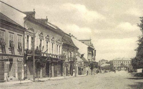 Széchenyi-tér:Henter-ház,középen a Barcsay-ház,(innen hirdették ki az Uniót 1848-ban)1900.