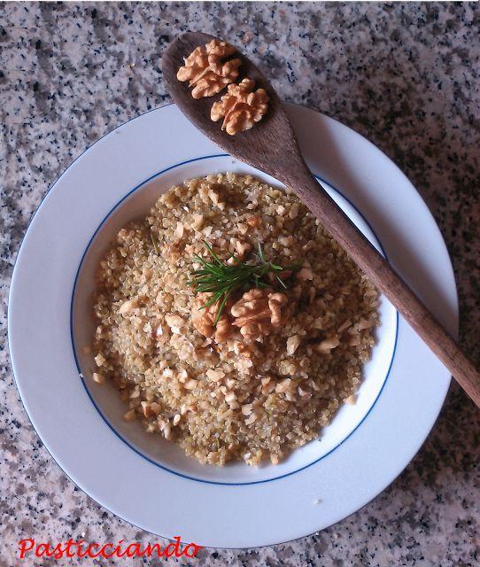 Pasticciando: Quinoa al pesto con noci croccanti