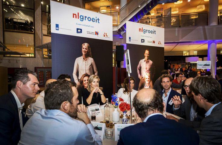 ROTTERDAM - Koningin Máxima was woensdagavond aanwezig bij de eerste regionale Groeikamer, een evenement georganiseerd door NLgroeit en InnovationQuarter. De bijeenkomst was bij de Kamer van Koophandel in Rotterdam. (Lees verder…)