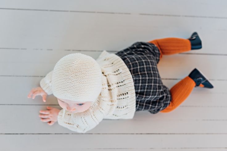 %100 Merino wool, hand knit baby bonnet by a mother in Ukraine, Founded in Ålesund, Norway