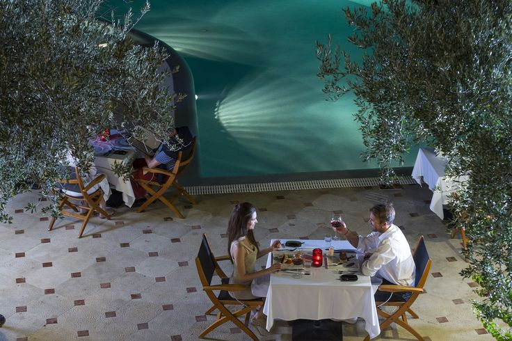 Enjoy your dinner by the #pool! #EloundaGulfVillas #Gastronomy