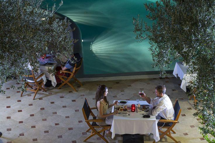 Enjoy your dinner by the #pool! #EloundaGulfVillas #Gastronomy