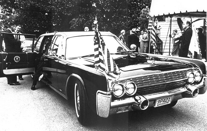 saic behn and atsaic roberts with refurbished jfk death car jfk limo pinterest. Black Bedroom Furniture Sets. Home Design Ideas