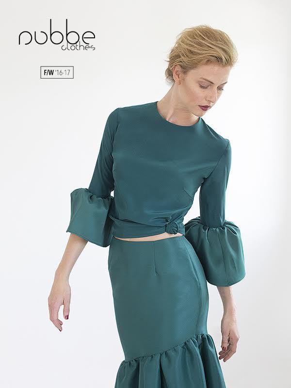 """NUBBE CLOTHES   F/W '16-17  Aires flamencos: camisa """"Jaspe"""" y falda """"Esmeralda"""".  Camisa """"Jaspe"""". También en blanco y en negro. Falda """"Esmeralda"""". También en azulón, en azul marino y en rojo.  Hazte con ellos en nuestra tienda online y puntos de venta. http://tienda.nubbeclothes.com #otoño #fashion #moda #modagallega #madeinspain #elegante"""