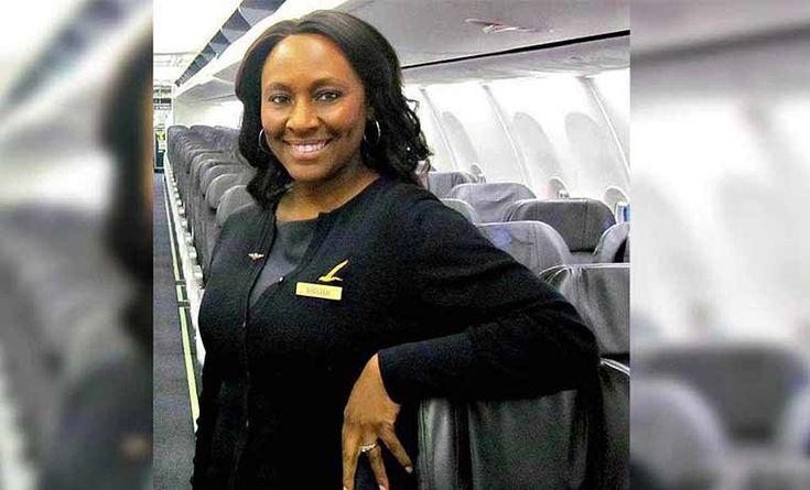 La azafata sabía que algo sucedía en ese vuelo, lo que no sabía era que ese día sería una heroína
