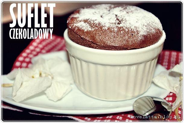 Czas na prosty i szybki suflet czekoladowy: http://lovelatte.blog.pl/2014/02/02/suflet-czekoladowy-wcale-nie-taki-straszny/