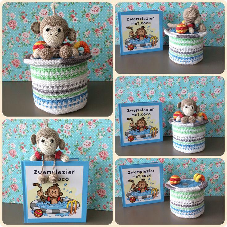 Amigurumi Little monkey in swimming pool. Made by Kriziwizi. Kriziwizi@hotmail.com