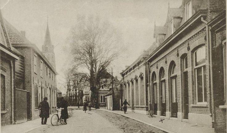 Rechts het café annex bakkerswinkel van Wout Spapens, gebouwd rond 1905