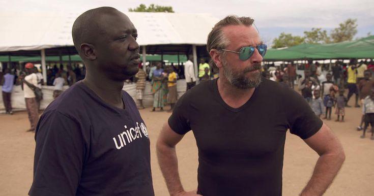 Reizen Waes - Tom Waes trekt naar Oeganda voor een speciale Reizen Waes 12-12. Hij verblijft een week lang in vluchtelingenkampen op de grens met Zuid-Soedan.